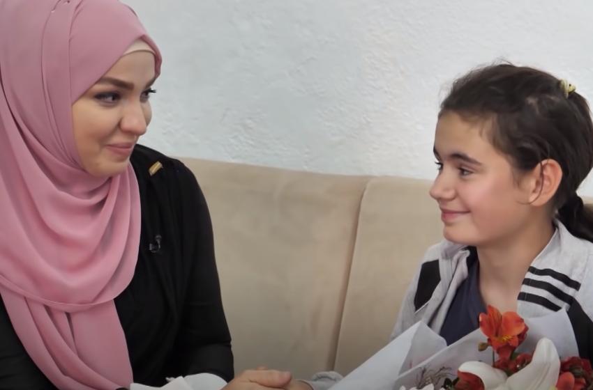 Fatma dhe Elvis Naçi ndryshojnë fatin e jetimes në Vaun e Dejës