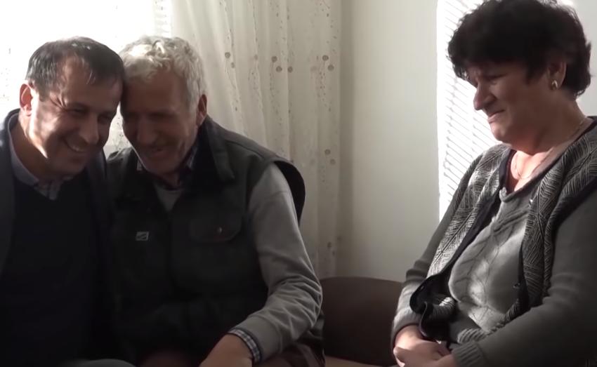 Mitrovicë, jetonin në barakë me 82 euro pesë frymë, bëhen me shtëpi