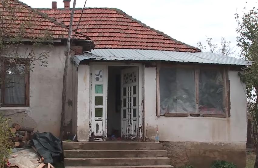 """""""Të ndarë në troje, në zemër një"""". Historia e familjes Ademi në Kosovë"""