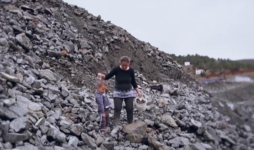 Shtatzënë e më fëmijë për dore në minierë! Surpriza që përloti Elonën