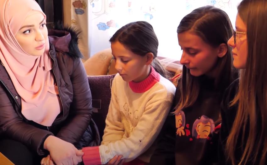 Elvisi dhe Fatma takojnë jetimët në Pogradec: Ja surpriza që i pret në Tiranë