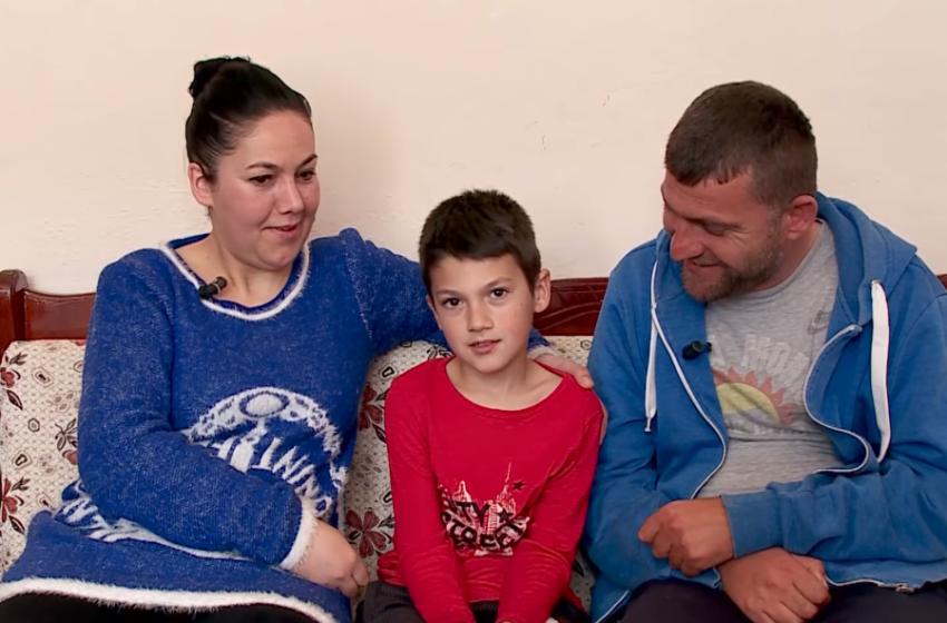 Shqiptarët  i kthejnë shpresën babait të paralizuar nga Gramshi