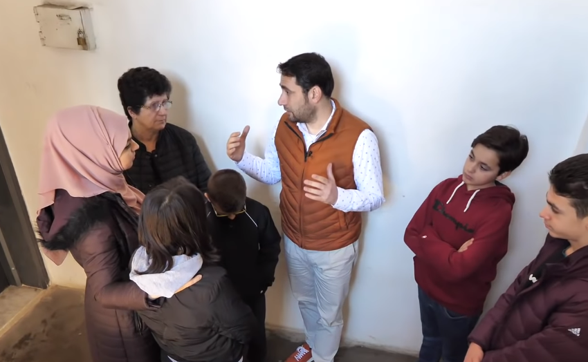 Shqiptari i Amerikës plotëson shumën për banesën e dy jetimëve