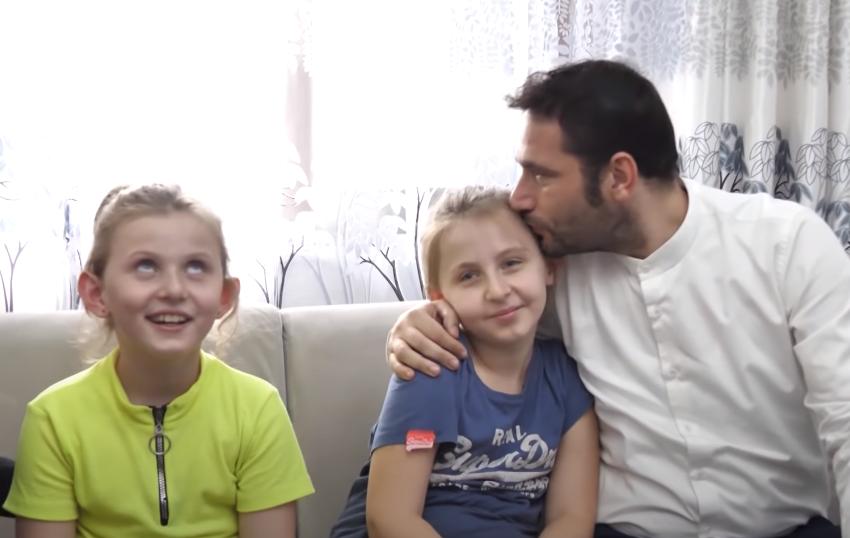 Çifti shqiptar nga Austria ndryshon jetën e dy jetimeve shqiptare