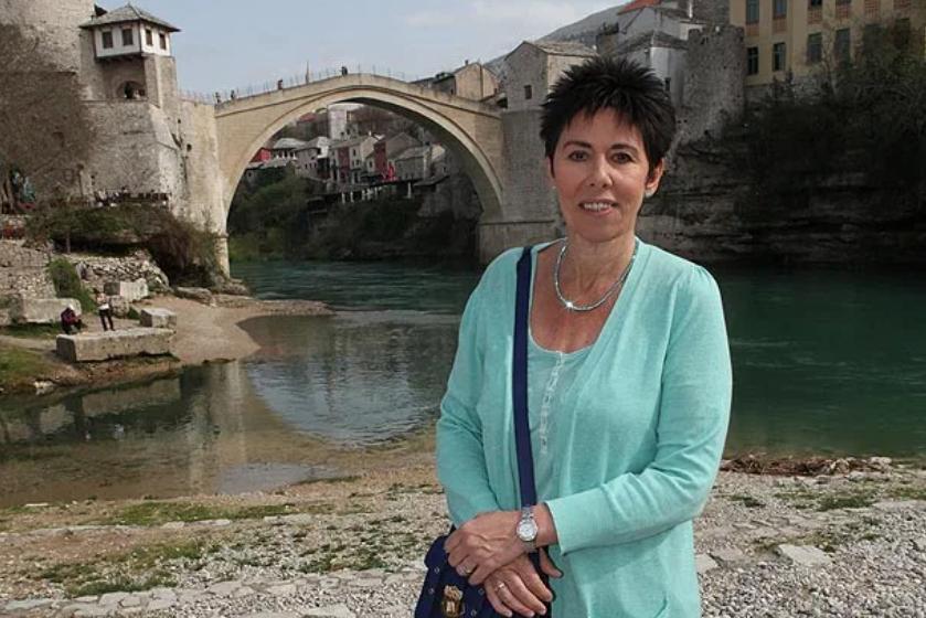 Britanikja që vuri trupin para plumbave serbë, për të mbrojtur fëmijët kosovarë