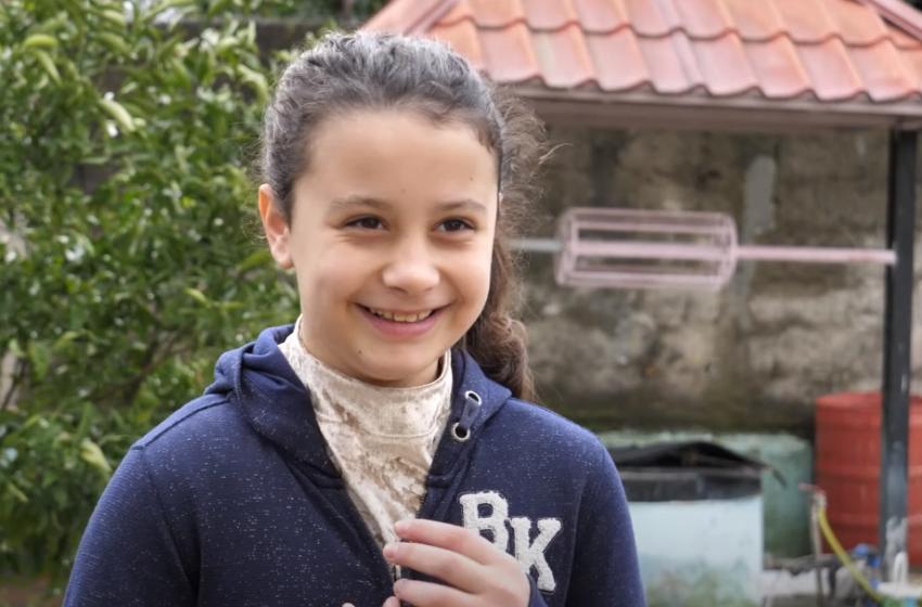 Pas dhimbjeve erdhi operimi në kokë! Si është sot vogëlushja që u shpëtua nga shqiptarët