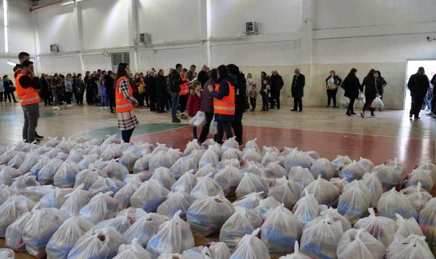 Kur bashkohesh për të bërë mirë!  'Stop' dhe fondacioni 'Firdeus' shpërndajnë ushqime