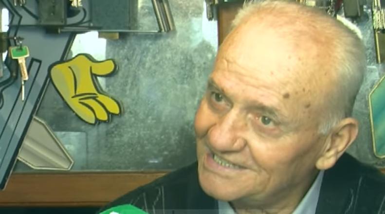 """Usta Luani, 80 vjeçari nga Durrësi që nuk ka lejuar teknologjinë t'i """"gllabërojë"""" zanatin"""