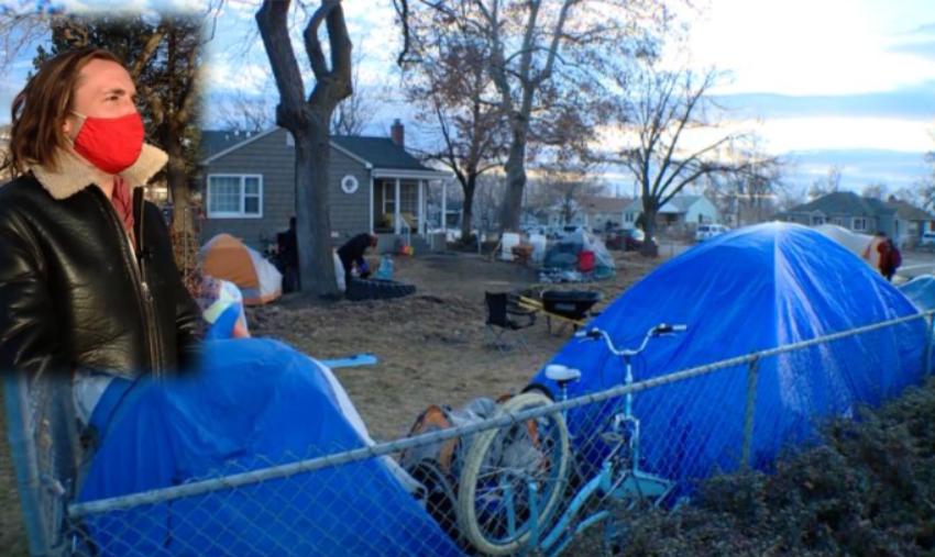 Historia e burrit që e ka mbushur oborrin e shtëpisë me çadra për të pastrehët
