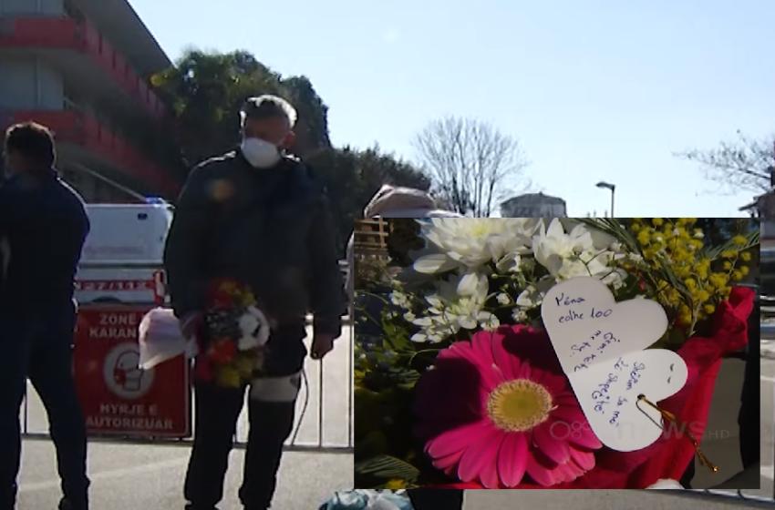Në spitalin infektiv të Tiranës, një buqetë me lule për nënën