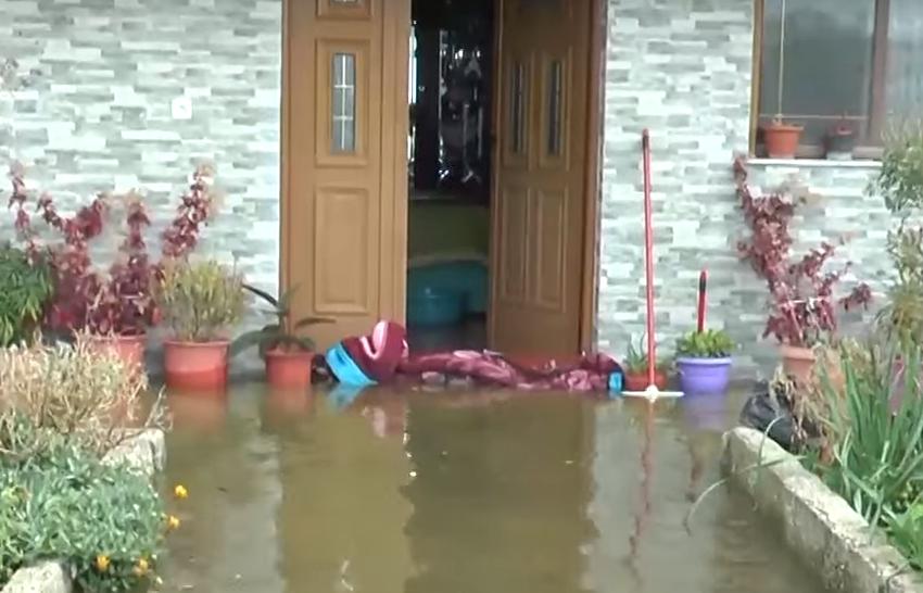 Të 'pengosh' përmbytjet me batanije
