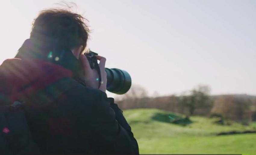 """""""Më tallnin e përqeshnin"""" Historia e të riut autik që fikson në aparat foto të jashtëzakonshme"""
