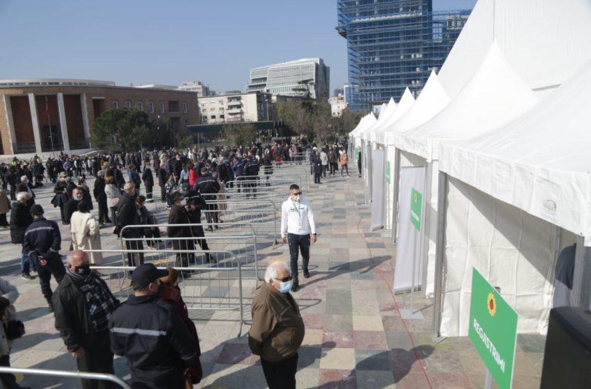 """Fotot, nis vaksinimi në sheshin """"Skënderbej"""" në Tiranë"""