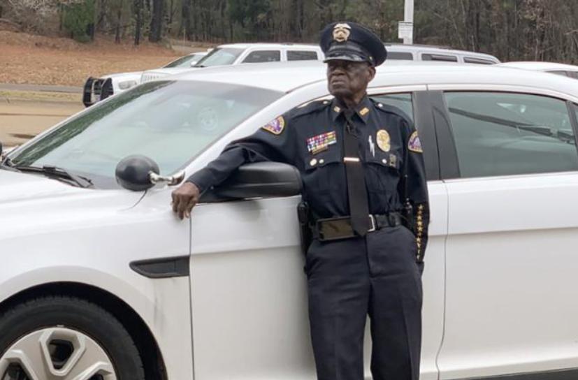 """""""Në pension dal kur ta vendosë Zoti lart"""" Rrëfimi i një oficeri policie 91 vjeçar"""