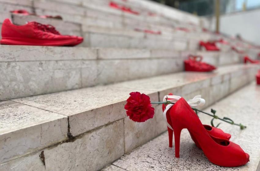 Fotot, një homazh nga Durrësi për nënat, gratë dhe vajzat që ndërruan jetë prej dhunës