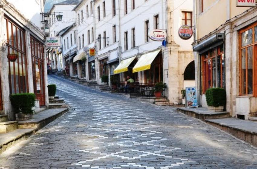 """50 histori të fëmijëve të dhunuar """"ecin"""" në kalldrëmin e Gjirokastrës"""