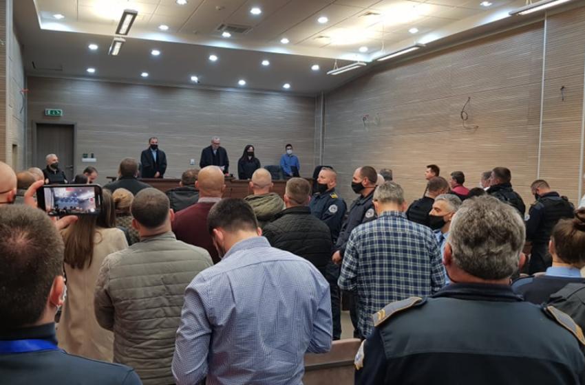 Shqiptari e serbi dënohen me mbi 21 vite burg për krime lufte në Kosovë