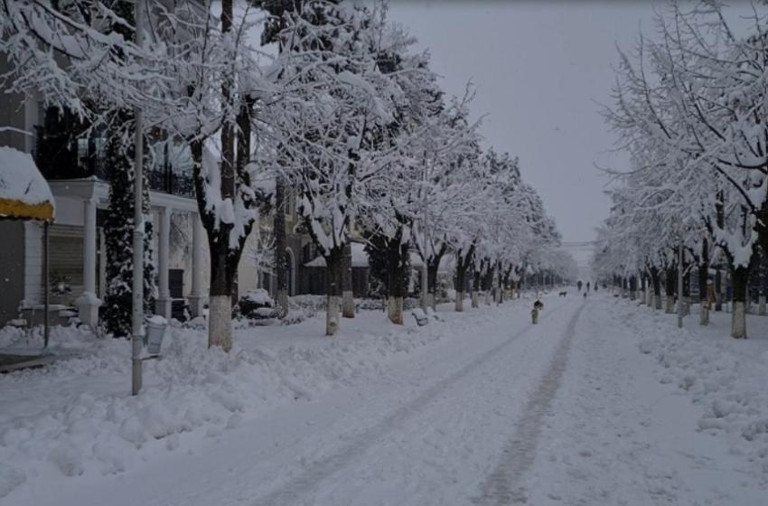 Pamjet, veriu e juglindja e Shqipërisë pushtohen nga dëbora