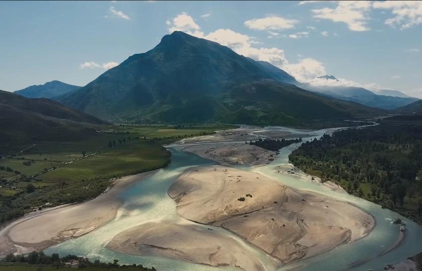"""""""Zemra blu e Evropës"""" Aktori i 'Hollywood' thirrje për kthimin e lumit Vjosa në park kombëtar"""