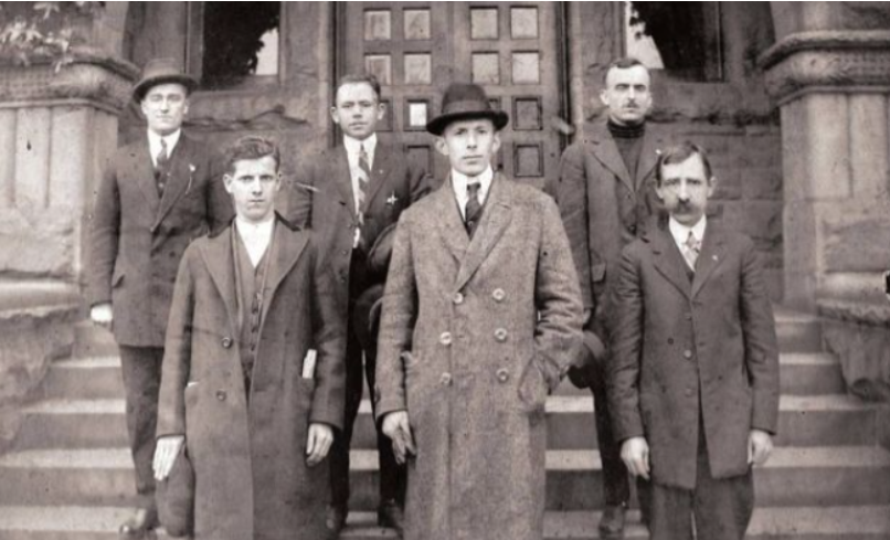 """'Malli i Mëmëdheut"""" Si u krijua shoqëria e parë shqiptare në SHBA dhe roli i njeriut """"bibliotekë"""""""