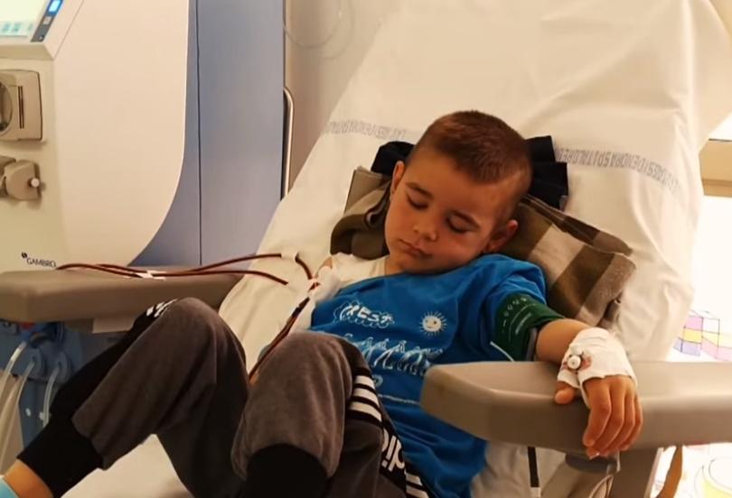 9 vjeç, ka kryer 20 operime! Prindërit e Deanit i luten shqiptarëve: Na ndihmoni t'i shpëtojmë jetën