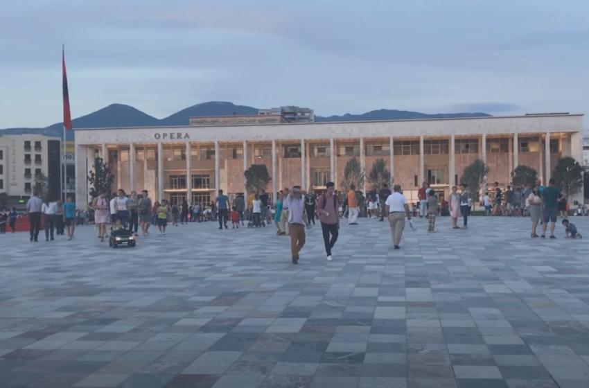 Statistikat, shqiptarët shkojnë drejt Tiranës e Durrësit! Kush janë qarqet që po 'tkurren'