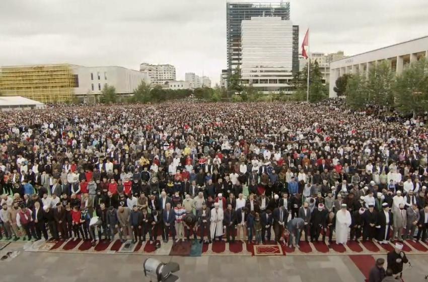 Pamjet nga qytetet e Shqipërisë, besimtarët muslimanë kremtojnë Fiter Bajramin