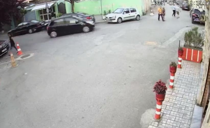 Përplasi me makinë të moshuarit dhe u largua! Policia kap 22 vjeçarin, rezulton të jetë grabitës