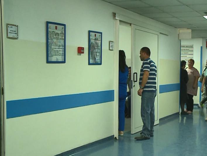 Shtohen rastet e 'gripit të verës' në Shqipëri, mjekët: Simptomat ngatërrohen me ato të Covid