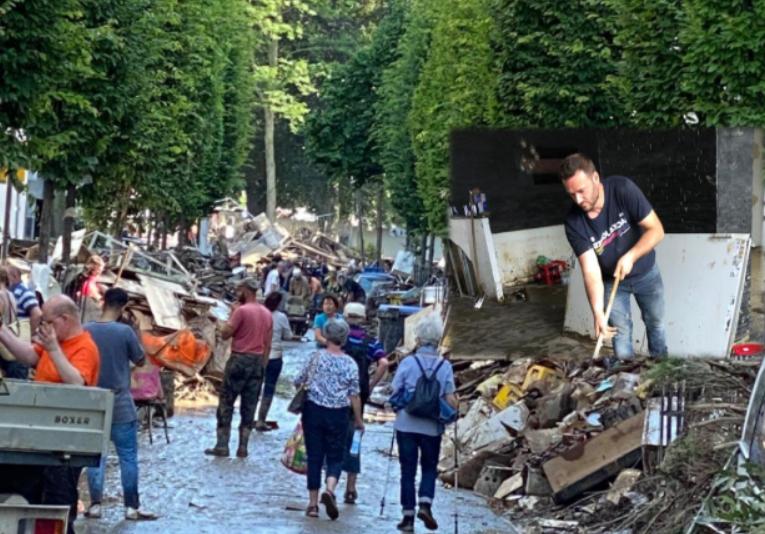 """""""I thashë jam nga Kosova, nisi të qajë"""" Vëllezërit i dalin në ndihmë gjermanëve të prekur nga përmbytjet"""