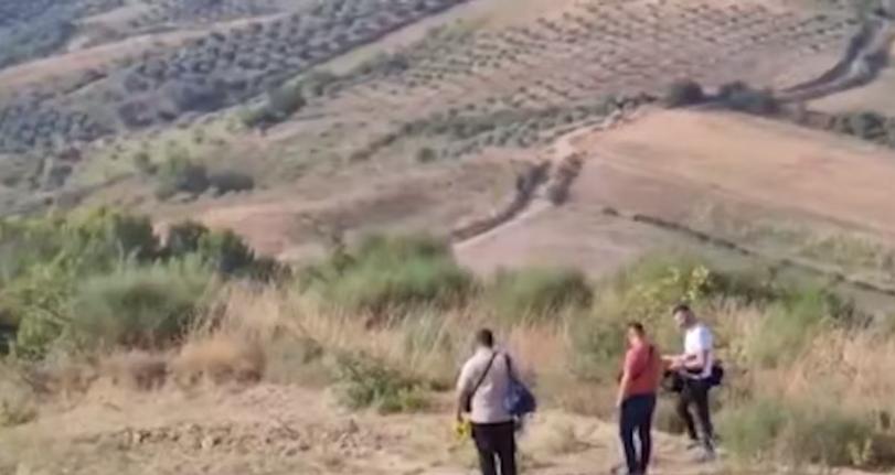 1 viktimë e 3 të plagosur pas konfliktit mes kushërinjve, nëna e të ndjerit: E vranë për punë toke