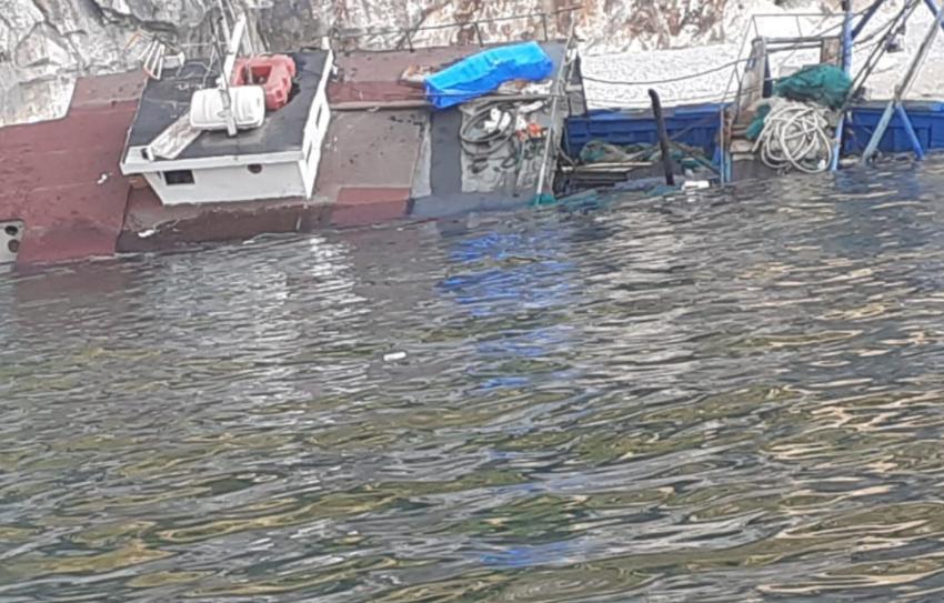 Peshkarexha përmbytet në Karaburun, fatmirësisht 4 marinarët shpëtohen
