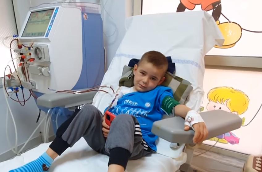 Mbi 43 mijë lutje për shërimin e tij… si është sot Deani, 9 vjeçari që çoi peshë zemrat e shqiptarëve