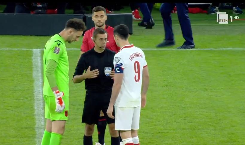 Rifillon ndeshja Shqipëri- Poloni, paralajmërimi: Nëse 1 shishe tjetër hidhet, ndeshja mbaron!