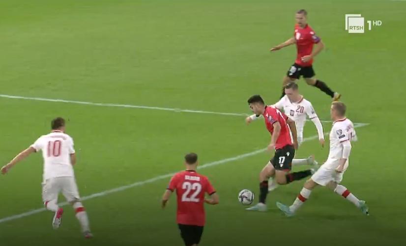 """Përfundon gjithçka në """"Air Albania"""", Polonia mund kuqezinjtë 1-0"""